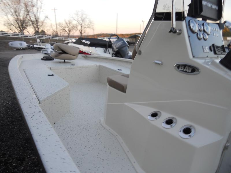 Xpress H22B Bay Boat